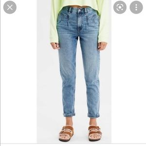 AMERICAN EAGLE High Rise Mom Jeans Light Wash 8